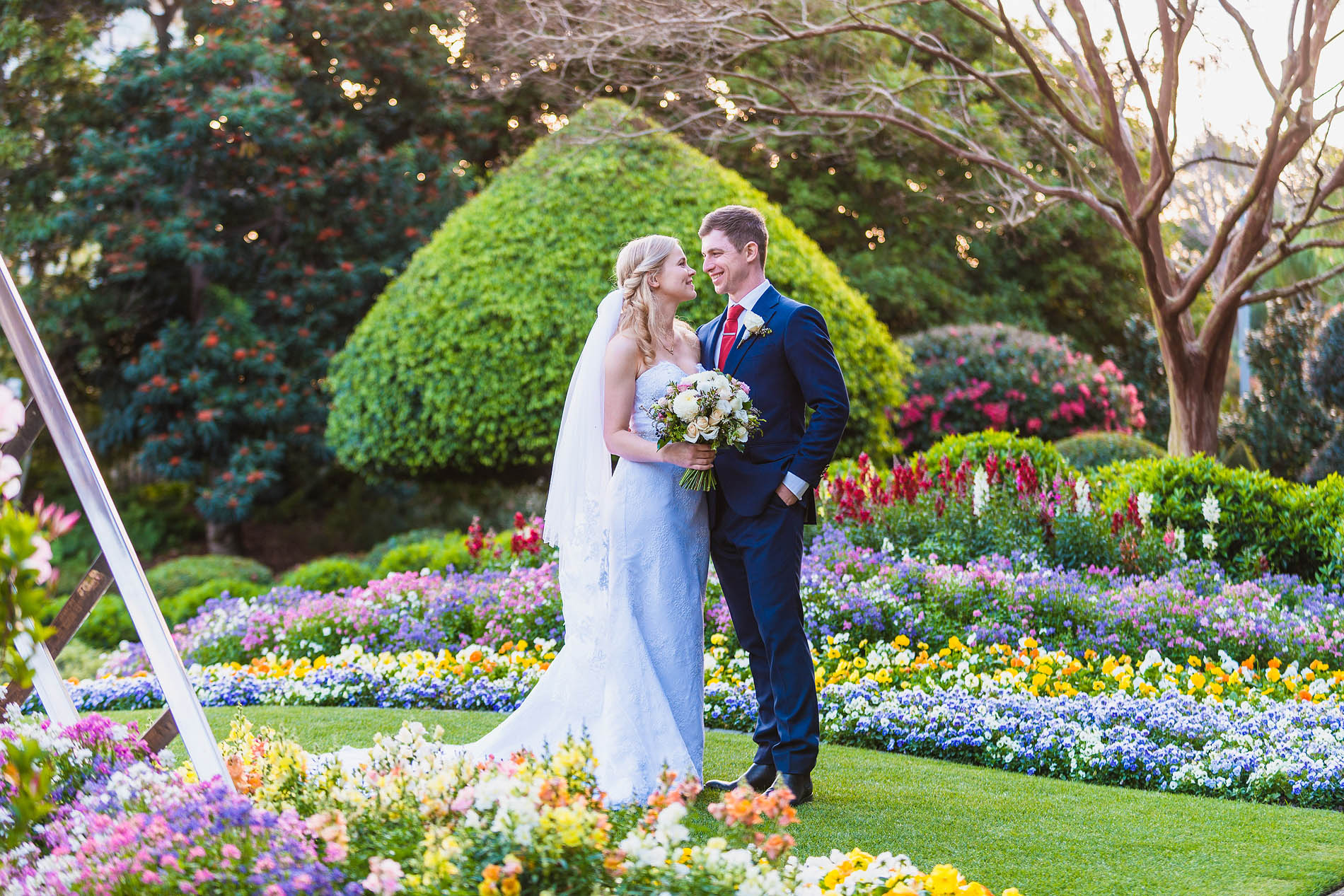 180922 0523 roma street parkland garden wedding flowers colourful couple