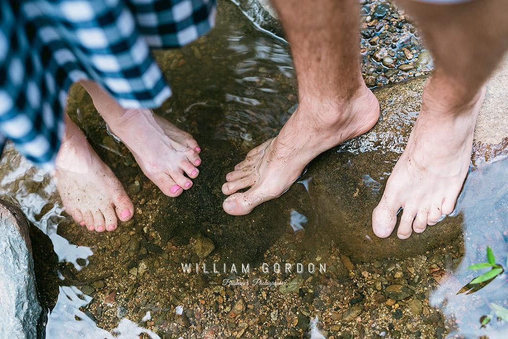 190303 0071 wedding photographer brisbane engagement samford moreton bay rocky creek stream wet feet toes water