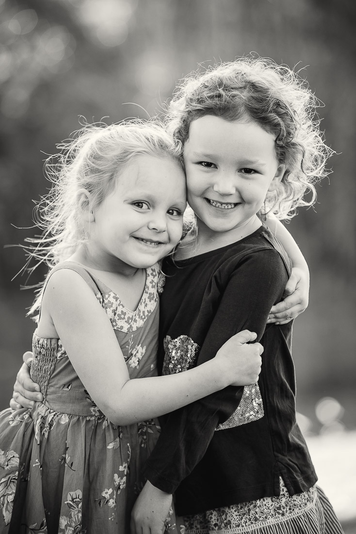 200621 0155 family photography brisbane girls hugging cuteness cute adorable